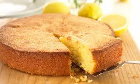 Receita prática de bolo de farinha de trigo de liquidificador