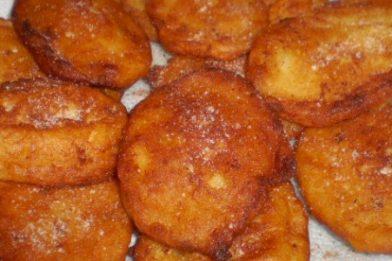 Bolinho de trigo frito delicioso