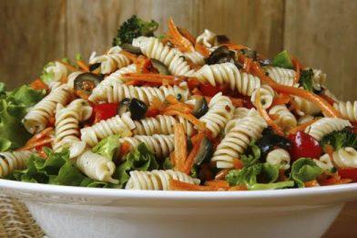 Receita de salada de macarrão leve