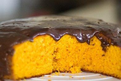 Calda de chocolate para bolo de cenoura simples