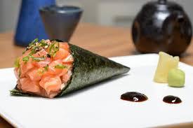 O melhor temaki de salmão com cream cheese