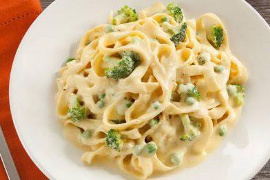 Macarrão com brócolis e molho branco