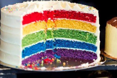 Receita simples de bolo colorido