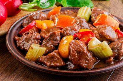 Carne de panela com legumes prática e saborosa