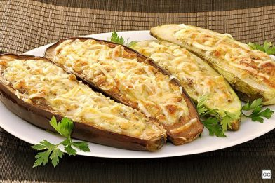 Berinjela gratinada com queijo simples