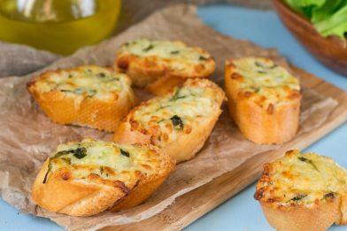 Receita de pão de alho simples e prático