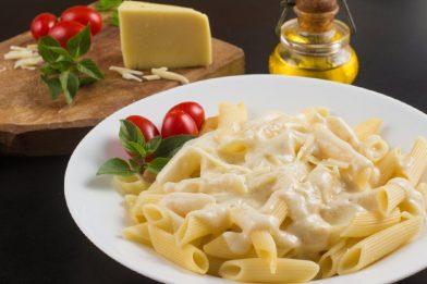 Deliciosa receita de macarrão ao molho branco