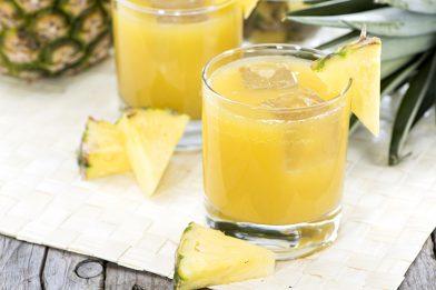 Suco de abacaxi com hortelã rápido e simples